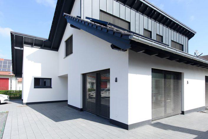 Barrierefreies Einfamilienhaus mit individueller Dachlandschaft