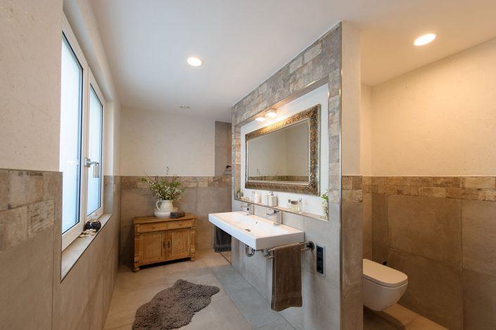 Modernes, gemütliches Bad
