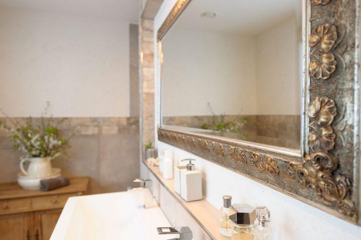 Modern, romantische Badgestaltung