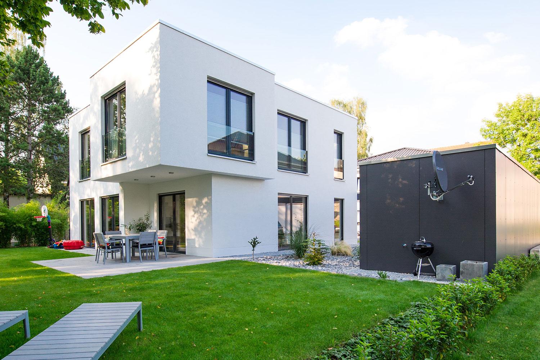Einfamilienhaus mit kubistischer Auskragung