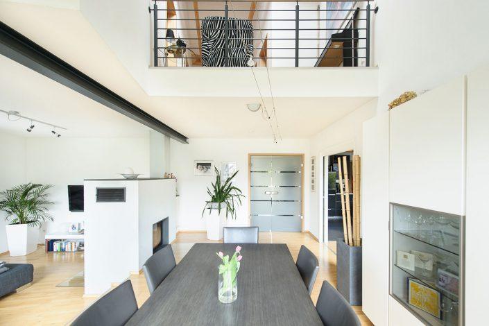 Wohnbereich mit großzügiger Gallerie