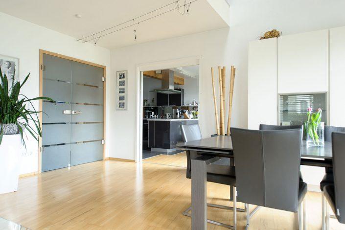Großzügiger Essbereich mit direketen Zugang zur Küche