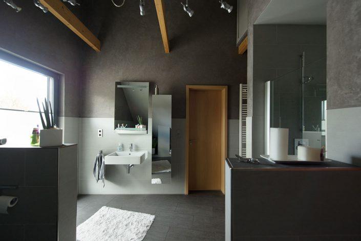 Badezimmer mit offenen Giebel
