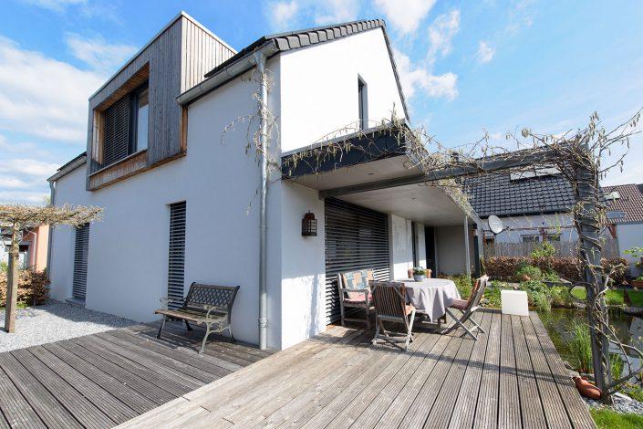 Gartenansicht Einfamilienhaus mit Gaube aus Rhombus