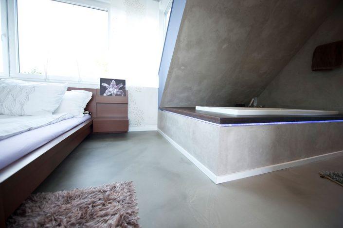 Schlaf- Duschbereich der offen gestalteten Aufstockung