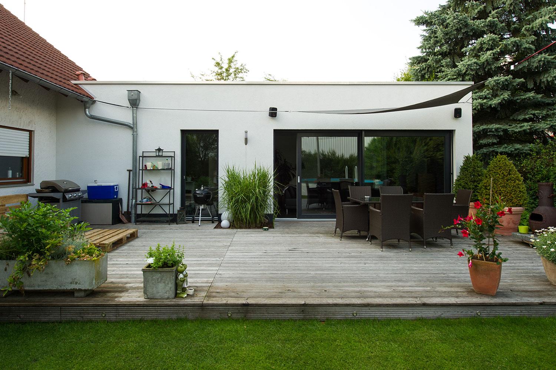 Kompakter Anbau in Holzrahmenbauweise als Wohnraumerweiterung