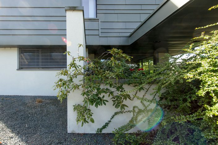 Detailansicht Aufstockung mit Zinkfassade an bestehendes Haus